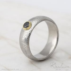 Prima damasteel, vzor kolečka, světlý + černy diamatn 4 mm + zlatá cargle, velikost 59, 5, šířka 7,5 mm, tloušťka 2 mm, profil A - sk1629