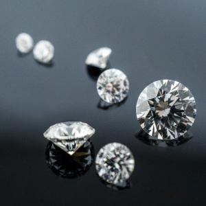 Diamanty čiré
