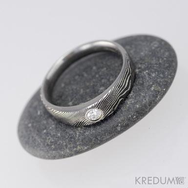 Siona line a diamant 2,7 mm - Kovaný prsten damasteel, struktura dřevo