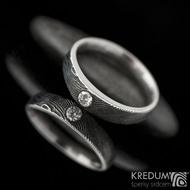Siona line a diamant 2,75 mm - Kovaný prsten damasteel, struktura dřevo, lept 100%, leštěné boky. Produkt S1335