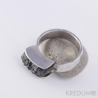 Kovaný nerezový snubní prsten - Kousek