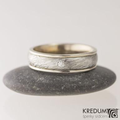 Zlatý snubní prsten a damasteel - Kasiopea white a diamant 1,7 mm - voda, vel. 55