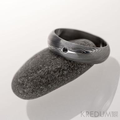 Snubní prsten kovaná nerezová ocel damasteel - PRIMA + černý diamant 1,7 mm - dřevo