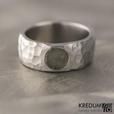 Klasik Marro a kámen natural - Kovaný nerezový snubní prsten