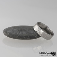 Prsten kovaná nerezová ocel - Draill + čirý diamant 1,5 mm - vel. 48