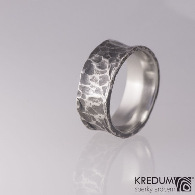 Kovaný nerezový snubní prsten - Rafael tmavý - velikost 65
