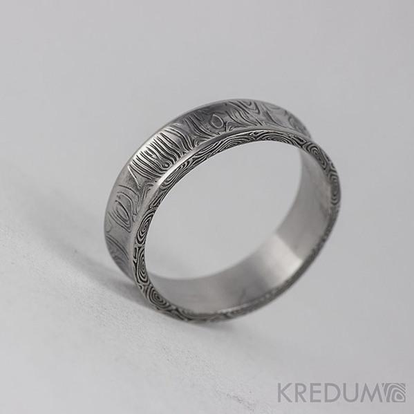 Kovaný snubní prsten se žlábkem ocel damasteel - Collium - kolečka