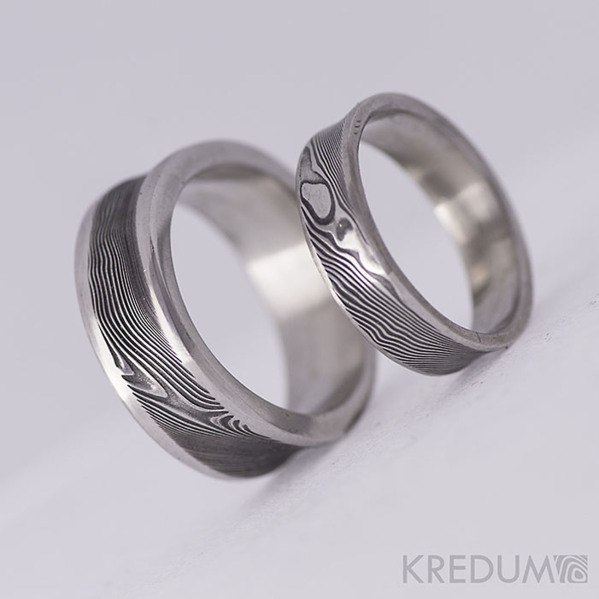Kovaný snubní prsten se žlábkem ocel damasteel - Collium Line - dřevo
