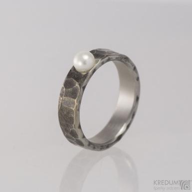 Skladový prsten kovaná nerezová ocel - Draill s perlou - S1493