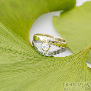 Gemini gem - Zlatý prsten a damasteel - dřevo a moissanite - SK2390