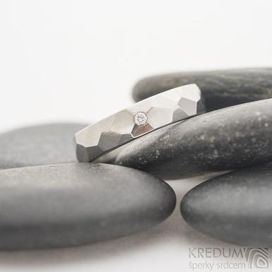 Skalák lesklý a čirý diamant 1,7 mm - Nerezový snubní prsten