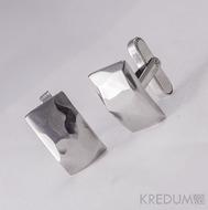 Kované nerezové manžetové knoflíky - Skalák - foto se stříbrným zapínáním