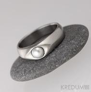 Kovaný nerezový prsten s pravou BÍLOU perlou - Gracia steel
