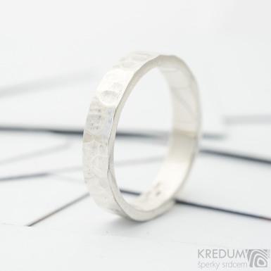 Natura Silver - Ručně tepaný stříbrný snubní prsten - lesklý, SK3699