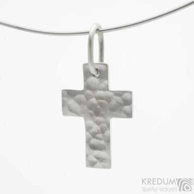 Tepaný křížek matný - přívěsek ze stříbra - SK3835