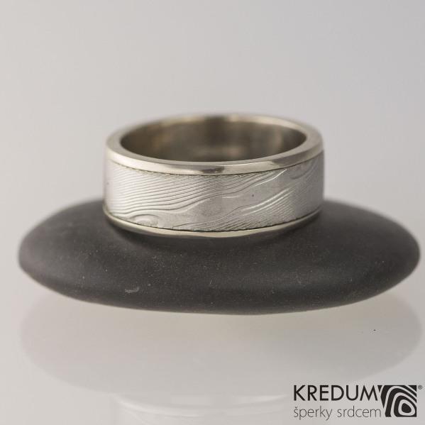 Zlatý snubní prsten - Kasiopea white - dřevo, velikost 50