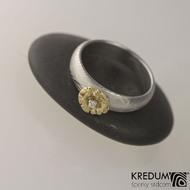 Snubní prsten kovaná nerezová ocel damasteel - PRIMA se zlatou ozdobou - velikost 50