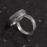 Snubní prsteny stříbro a damasteel - Luna, 75% tmavý, hladké okraje