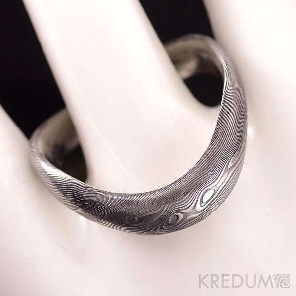 Kovaný nerezový snubní prsten damasteel - FOREVER, dřevo tmavý