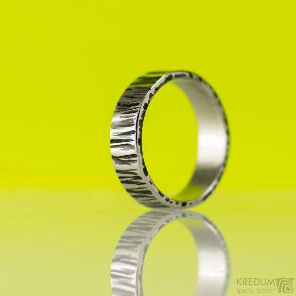 Kovaný nerezový snubní prsten - Wood - tmavý