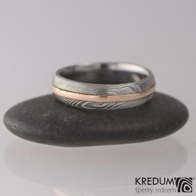 Snubní prsten damasteel a zlato - Duori red, struktura dřevo