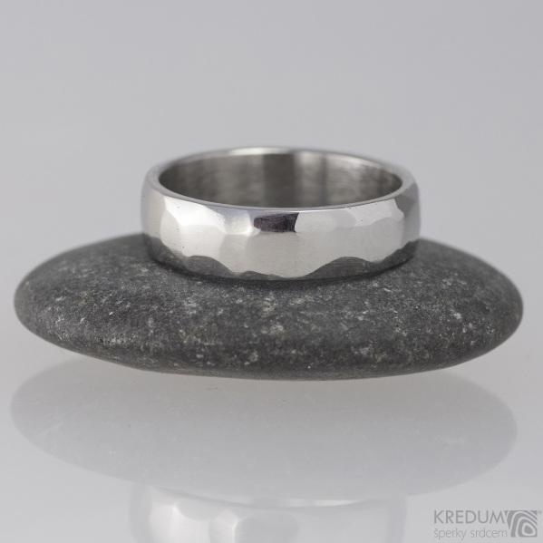 Kovaný nerezový snubní prsten - Skalák - lesk