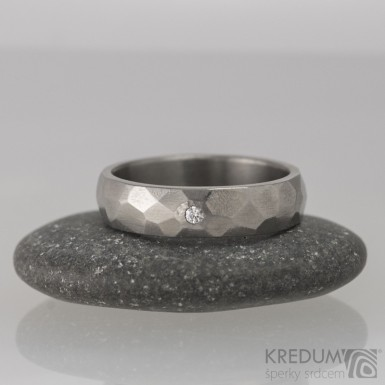 Skalák titan lesklý a čirý diamant 1,7 mm - Titanový snubní prsten