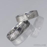 Prima Sestry - snubní prsten z oceli damasteel a 2 diamanty 1,5 mm, struktura voda - pánský bez kamenů, tmavý