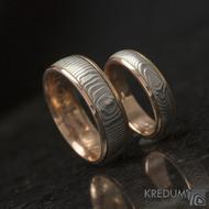 Zlaté snubní prsteny a damasteel - Kasiopea red - čárky