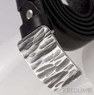Kovaná nerez spona - Mistr 3X - Kant + černý pásek s lisovanou ozdobou - imitace prošití