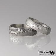Prima Sestry - snubní prsten z oceli damasteel a 2 diamanty 1,5 mm, struktura dřevo - pánský tmavý bez kamenů