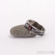Zásnubní prsten damasteel-Víla vod a granát-kabošon