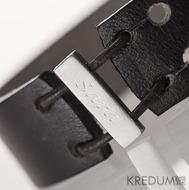 Kožený náramek - Manus 20 Steel S černý - ukázka rytí