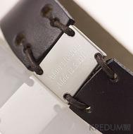 Kožený náramek - Manus 20 Steel L hnědý - ukázka rytí