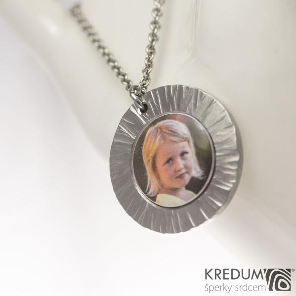 Medailon z nerezové oceli - Kolečko Wood