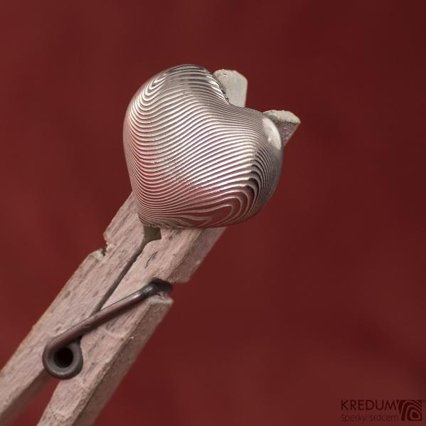 Kovaný přívěsek damasteel - Srdíčko - čárky světlé