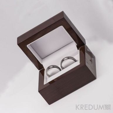 Dřevěná leštěná krabička - Long image