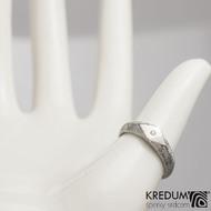 GRADA a čirý diamant 1,5 mm  - Kovaný zásnubní prsten damasteel - kolečka