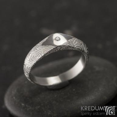 GRADA a čirý diamant 1,5 mm - kolečka - Kovaný zásnubní prsten damasteel