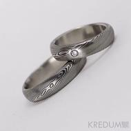 Kovaný snubní prsten damasteel - Prima + diamant 2 mm, struktura dřevo, lept 75% tmavý (ilustrační pánský bez diamantu)