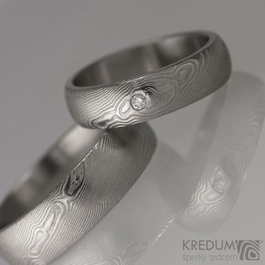 Kovaný snubní prsten damasteel - Prima + diamant 2 mm, struktura dřevo, lept 75% světlý