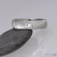 Kovaný snubní prsten damasteel - Prima + diamant 2,3 mm, struktura dřevo, lept 75% světlý, lesklý