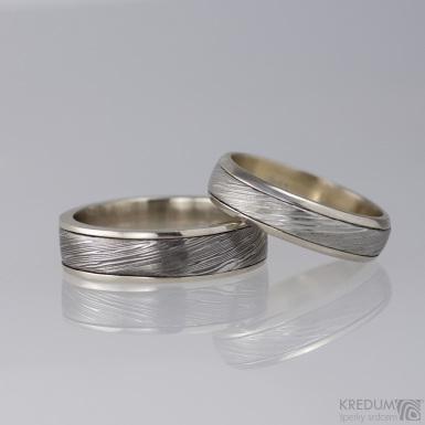 Kasiopea white - voda - zlaté snubní prsteny a damasteel