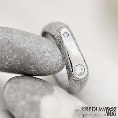 Blíženci - snubní prsten z oceli damasteel a 2 diamanty - struktura kolečka, produkt č. 2231