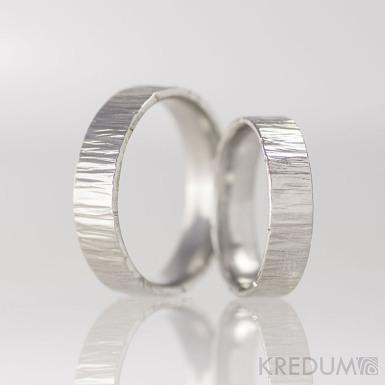 Kovaný nerezový snubní prsten - Wood - světlé