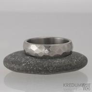 Prsten kovaný - Skalák titan a čirý diamant 2 mm - lesklý, 0627
