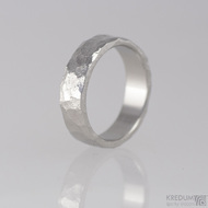 Kovaný nerezový snubní prsten - RockBG