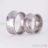 Kovaný nerezový snubní prsten - Rafael světlý