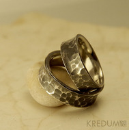 Kovaný nerezový snubní prsten - Rafael tmavý