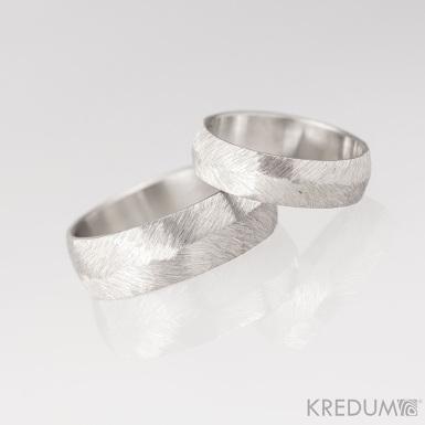 Kovaný nerezový snubní prsten - Klásek světlý